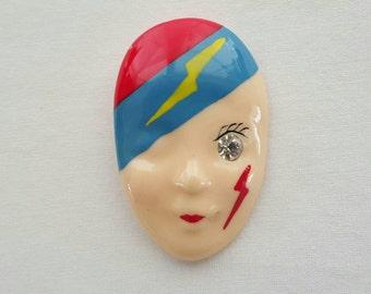 Face pin