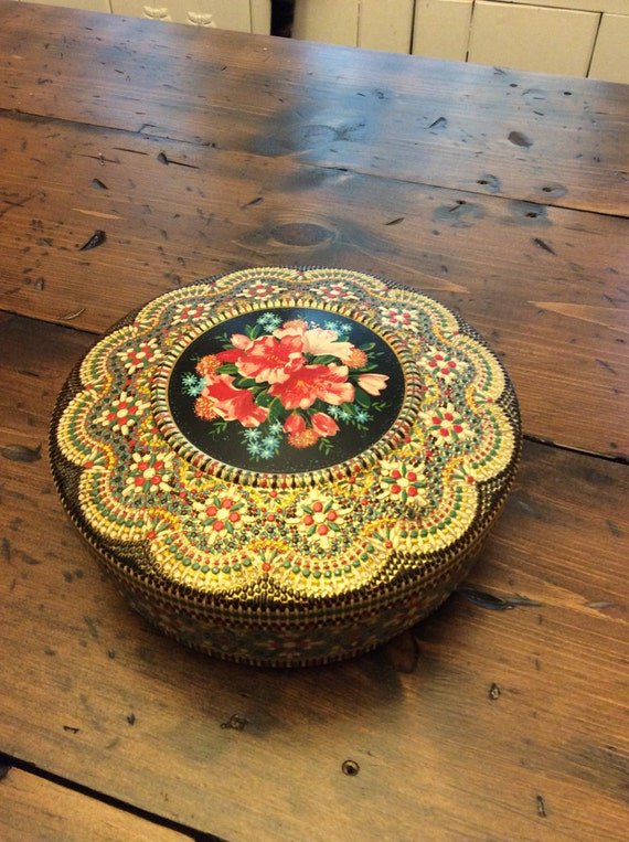 Pretty Vintage Holland Embossed Tin (A210)