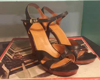 Kinney Shoes Black Wooden Platform Strappy Sandals // Size 8.5 B // hippy chic //disco