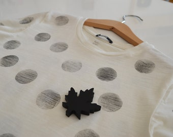 Handprinted cotton t-shirt with pin (female)
