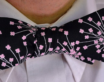 Pink Floral Bowtie, Black Bow Tie, Self Tie Bowtie, Floral Bowtie, Wedding Tie, Floral Wedding, Mens Bow Tie, Mens Bowtie, Bowties for Men