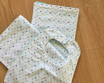 Triangle print burp cloth and bib set