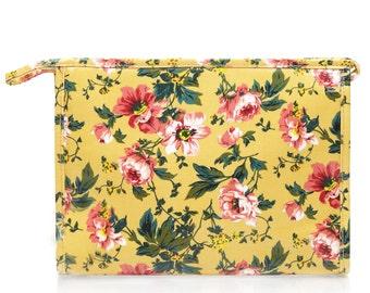 Waterproof toiletry bag - Ladies Oilcloth Cosmetic bag - Zip Wash bag - Woman Makeup bag - Zip Beauty case- Waterproof Wet bag - Peony Rose