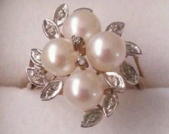 375 9ct gold diamond and pearls ring