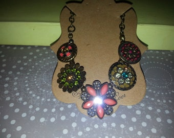 Round Flowered multicolored Necklace