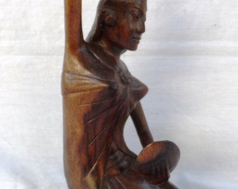 Girl in the mirror, wood carving