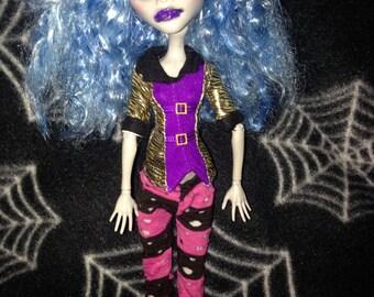 Ooak Ghoulia Monster high repaint