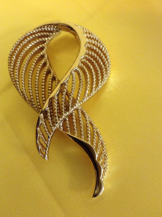 Goldtone brooch
