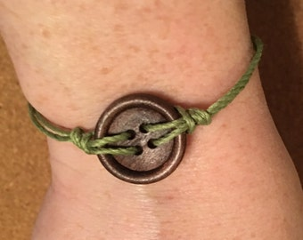 Wooden Button Green Slide Knot Bracelet