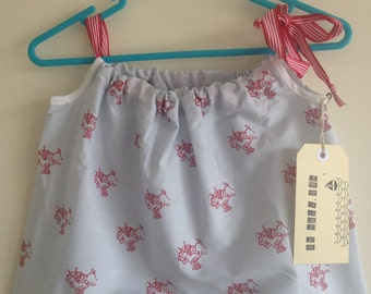 Easy fit girls summer dress in size 6mths - 1 year old