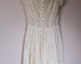 Adorable 60's sweet lace dress with long waist and pleated skirt