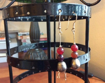 Silver earrings with pearls and carneolen