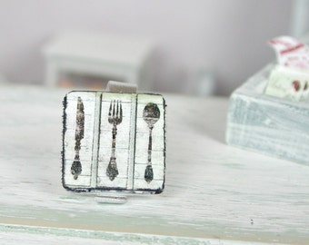 Decoration plate cutlery made of wood in miniature 1:12 for the Doll House in the shabby style