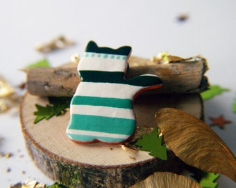 Striped cat, cat brooch, jewelry with polka dots, cat brooch, green brooch, green jewelry, gift for her