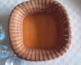 Wicker bread basket, 60