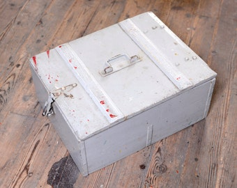 Old massive wood box painted from France, arrangement - ancienne boite en bois massif