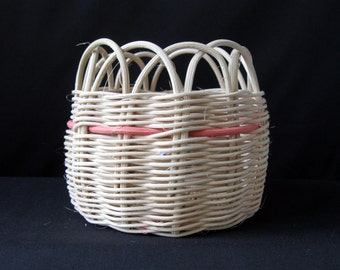 SALE -- Plant Basket with Scalloped Opening, Small
