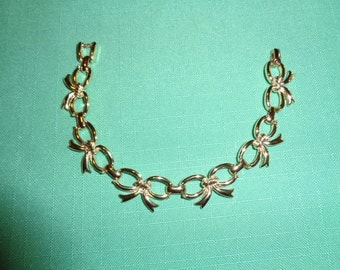 Sarah Coventry 1956 bracelet with bows