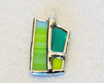 Handmade stained glass pendant in Quebec