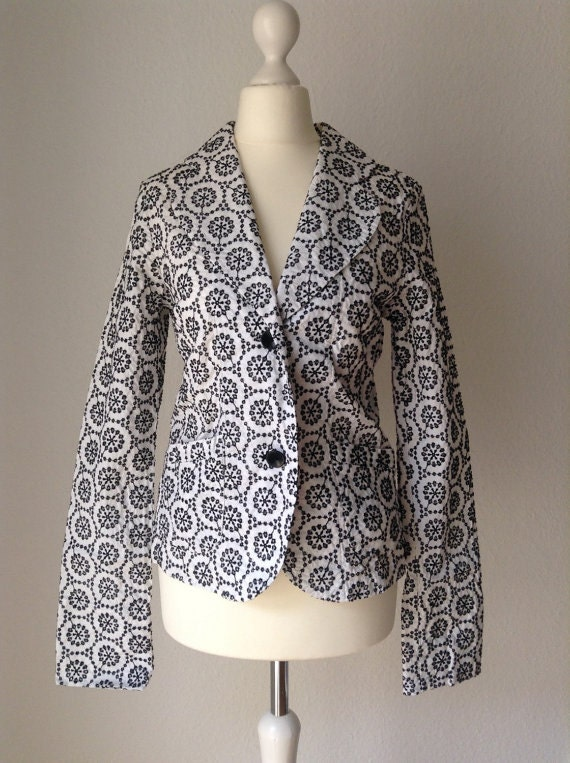 Nice vintage 90s 100% cotton white color blazer with beautiful black tone flower lace crochet , size XS or S small