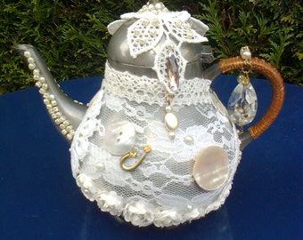 Hand-made. Recycled Tin teapot.