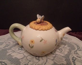 Vintage Tea Pot with a Sunflower and Bumble Bee for Lid (#515/23)