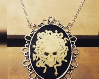 Medusa - Skull necklace