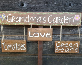 Hand painted wooden garden sign (Dad, Mom, Grandparents) pesonalized