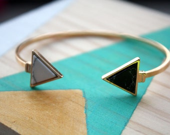 Bracelet jonc doubles triangles en faux marbre noir et blanc  | Cadeau original et mignon pour femme | A offrir pour soi ou Anniversaire