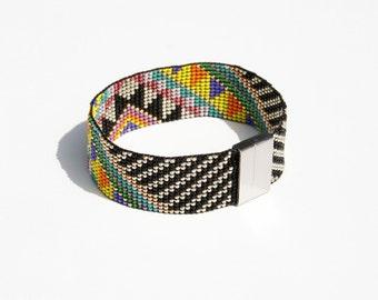 """Bracelet """"Art Déco"""" made of 1500 beads!"""