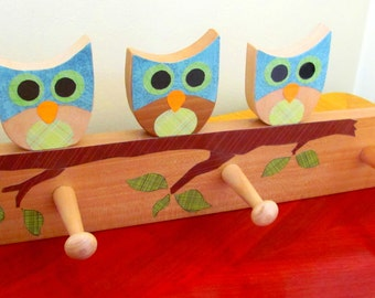 cute handmade kids coat/cap peg rack with cut out owls and 3 pegs
