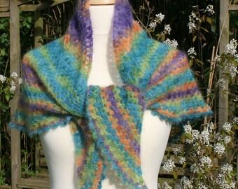 Driekhoeksjaal in soft colorful mohair crochet.