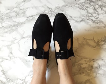 black suede buckle t-strap heels / vintage cut out strappy heels / size 7.5