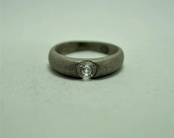 T21E11 Vintage Modernist Style Clear Circular Stone Silver Toned Ring Sz 8.75