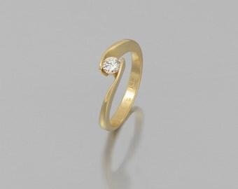 14 k gold engagement ring Diamond 0.30 CT