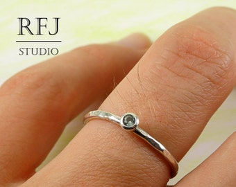 Hammered Lab Tourmaline Silver Ring, Light Green CZ 2 mm Sterling Medium Texture Ring Simulate Light Green Tourmaline Gemstone Textured Ring
