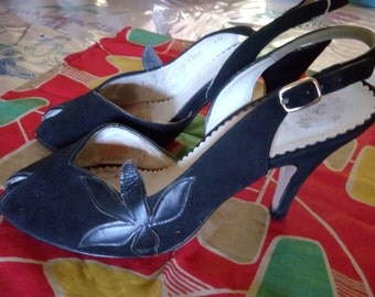 shoe 1950 s black with leather flowers!