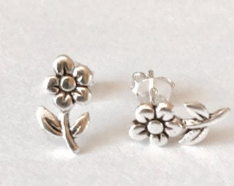 Sterling Silver stud Earrings/Daisy Earrings/Highly polished/Gifts/wedding/bridesmaid