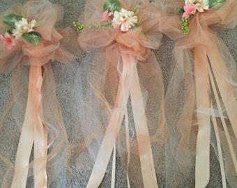 Wedding pew bows