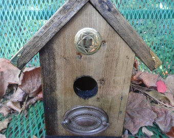 Birdhouse with Handle Perch