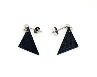 """Earrings leather triangles """"Bermuda"""" is Navy blue hand"""