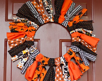 Halloween wreath made with Traditional Halloween colored fabrics