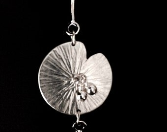 Semi rigid water lily bracelet