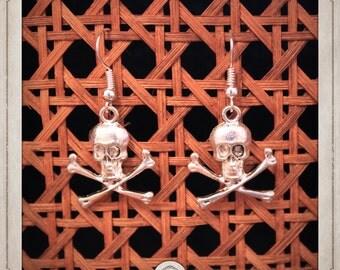PIRATES head silver dangle skull BOA024