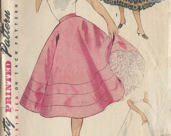 1954 Vintage Sewing Pattern W32 FLARED PETTICOAT (R934) Simplicity 4685