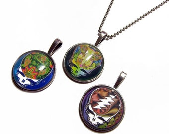 Lot of 3 - Grateful Dead Steal Your Face Pendants Group 3 -  1 Inch Circle Glass Photo Pendant with 24 inch Ball Chain Necklace