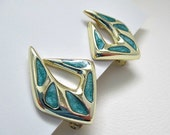 Turquoise and Goldtone Abstract Vintage Clip On Earrings