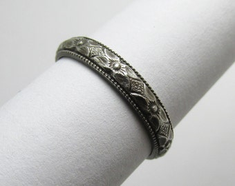 Daisy Flower Milgained edge Ring Engraved floral pattern Stackable Sterling Silver Ring sz 4 Oxidized Black