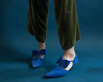 blue suede bow t straps / pointed toe shoes / pilgrim shoes / 10 / 694s
