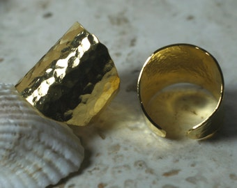 Hand hammered gold plated adjustable ring, one piece (item ID HN00015GP)